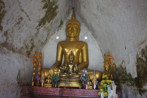 ラオス・ルアンパバーンワット・マイの仏像画像
