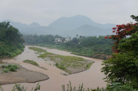 ラオス・ルアンパバーンのカーン川画像