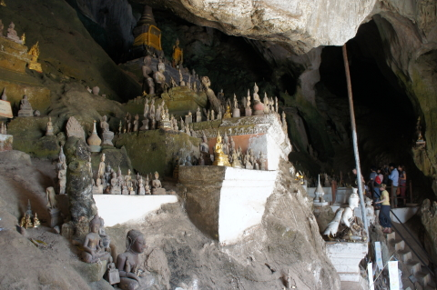 パークウー洞窟外観画像