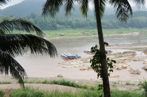 メコン川とカーン川が分かれる場所画像